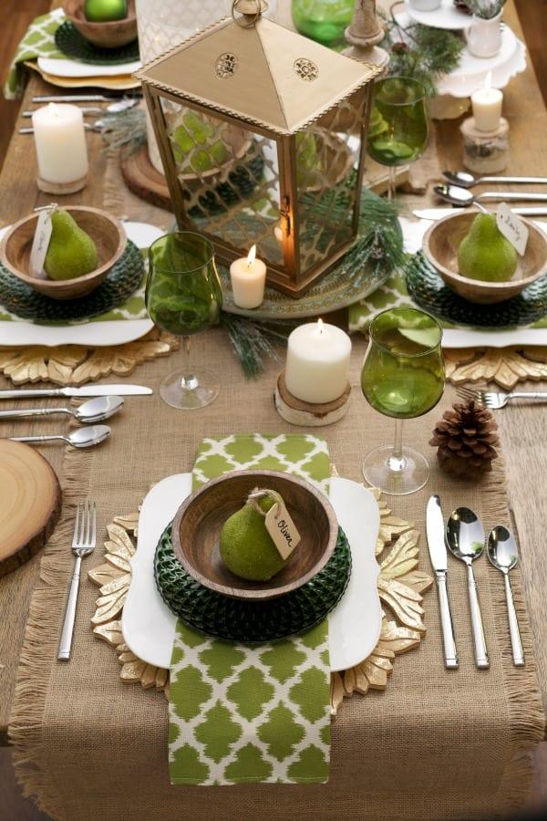 Tisch decken in gr n mit sackleinen freshouse for Decken deko wohnzimmer