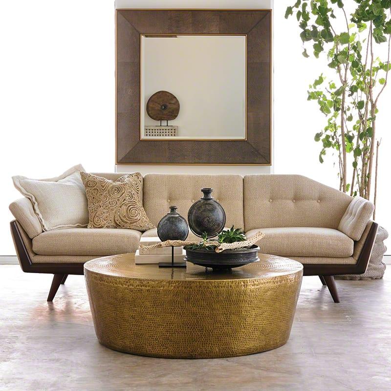 wohnzimmer design beispiele mit designer sofa beige und couchtisch rund freshouse. Black Bedroom Furniture Sets. Home Design Ideas