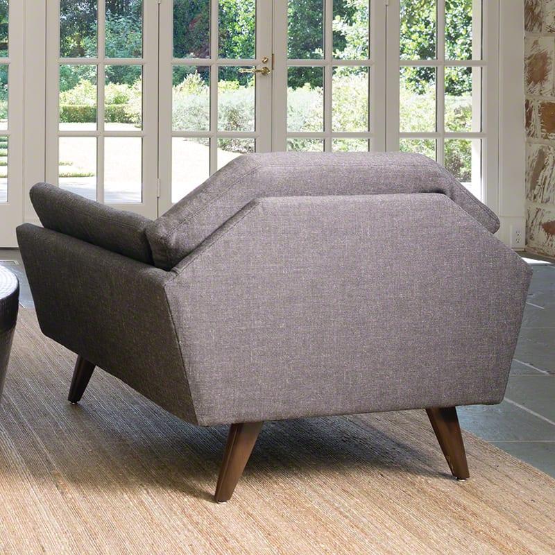 wohnzimmer gestalten mit designklassiker sessel grau aus stoff f r elegantes wohnzimmer design. Black Bedroom Furniture Sets. Home Design Ideas