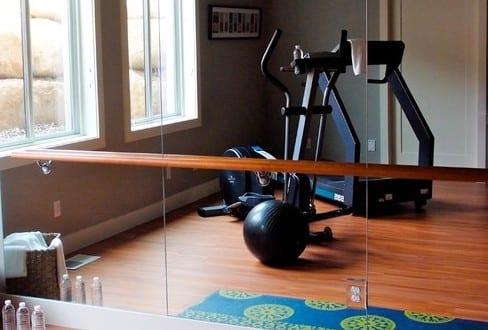 fitnessstudio zu hause einrichten einrichtungsidee f r. Black Bedroom Furniture Sets. Home Design Ideas