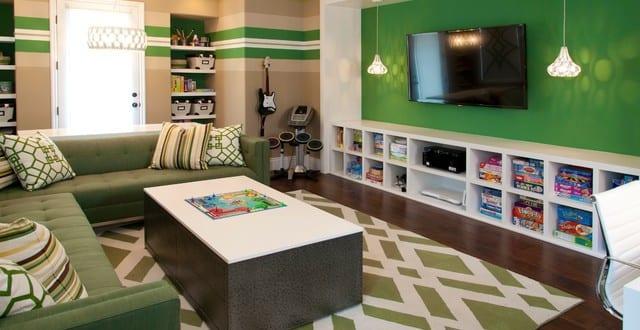 coole zimmer ideen f r jugendliche jugendzimmer gestalten in fr n mit ecksofa gr n und teppich. Black Bedroom Furniture Sets. Home Design Ideas
