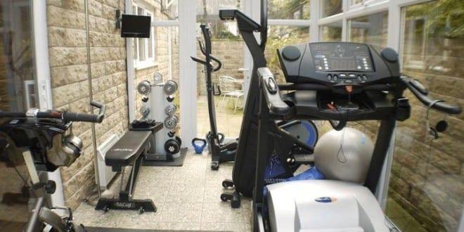 fitnessstudio zu hause als kleiner fitnessraum einrichten. Black Bedroom Furniture Sets. Home Design Ideas