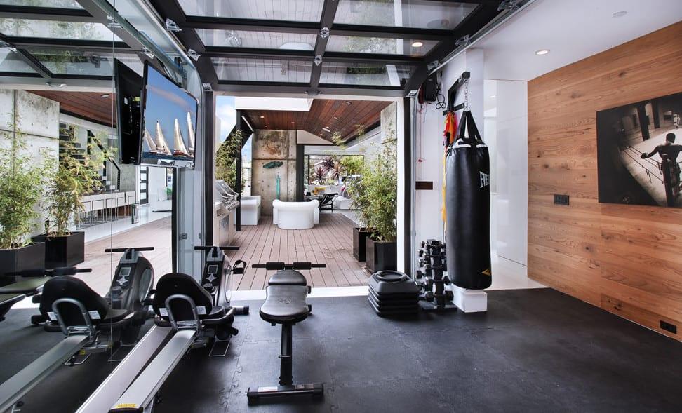 fitnessstudio zu hause einrichten beispiel f r fitness. Black Bedroom Furniture Sets. Home Design Ideas
