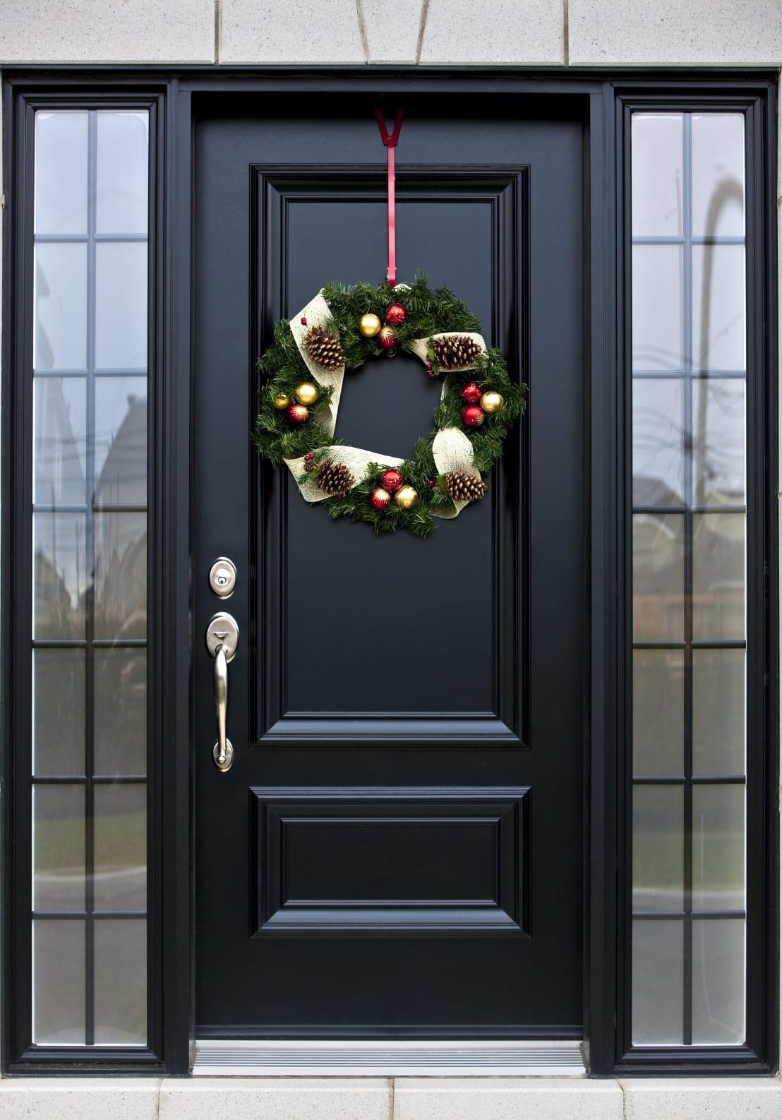 haust ren moderne eingangst ren schwarz zur weihnachtszeit dekorieren freshouse. Black Bedroom Furniture Sets. Home Design Ideas