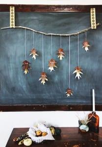 herbstdeko-basteln-mit-bäume-blättern-als-kreative-wandgestaltung