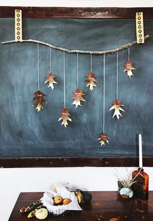 herbstdeko basteln mit b ume bl ttern als kreative wandgestaltung freshouse. Black Bedroom Furniture Sets. Home Design Ideas
