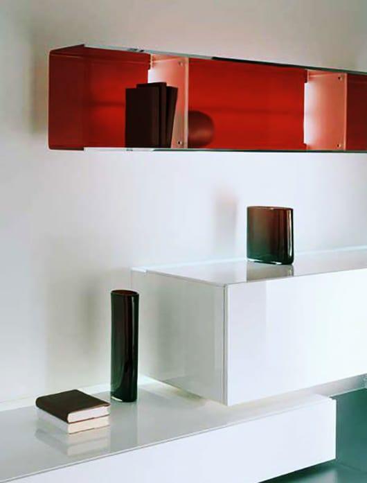 rote wandregale aus glas mit beleuchtung f r moderne wandgestaltung und farbgestaltung. Black Bedroom Furniture Sets. Home Design Ideas