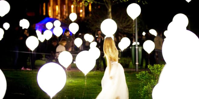 Traumhochzeit Mal Anders Planen Als Abend Hochzeit Im Garten Mit Coole  Hochzeit Deko Aus Weißen