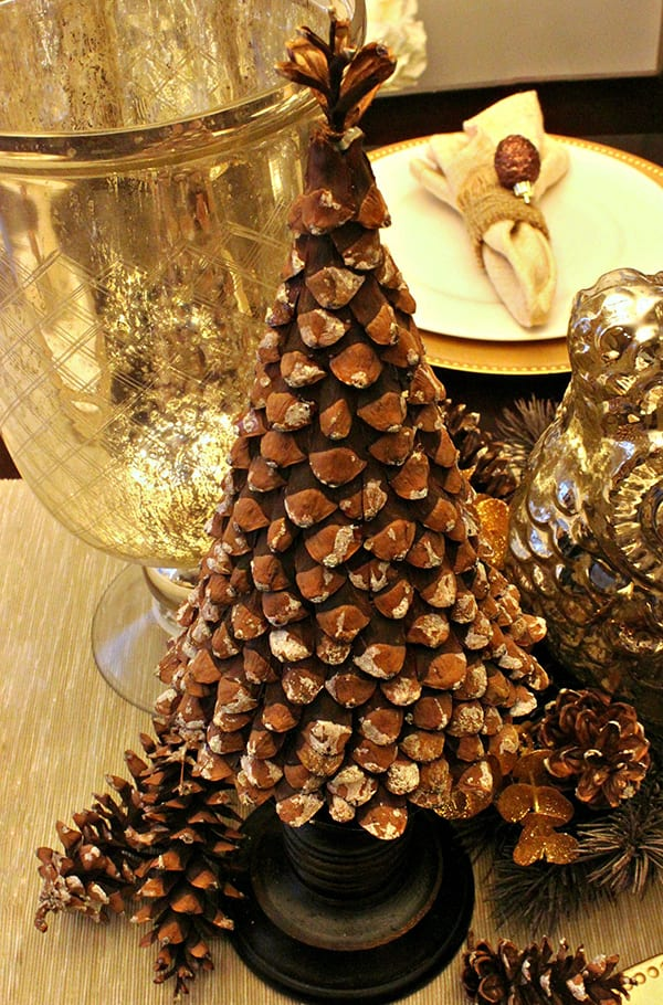 weihnachtlich dekorieren mit diy weihnachtsbaum aus zapfen freshouse. Black Bedroom Furniture Sets. Home Design Ideas
