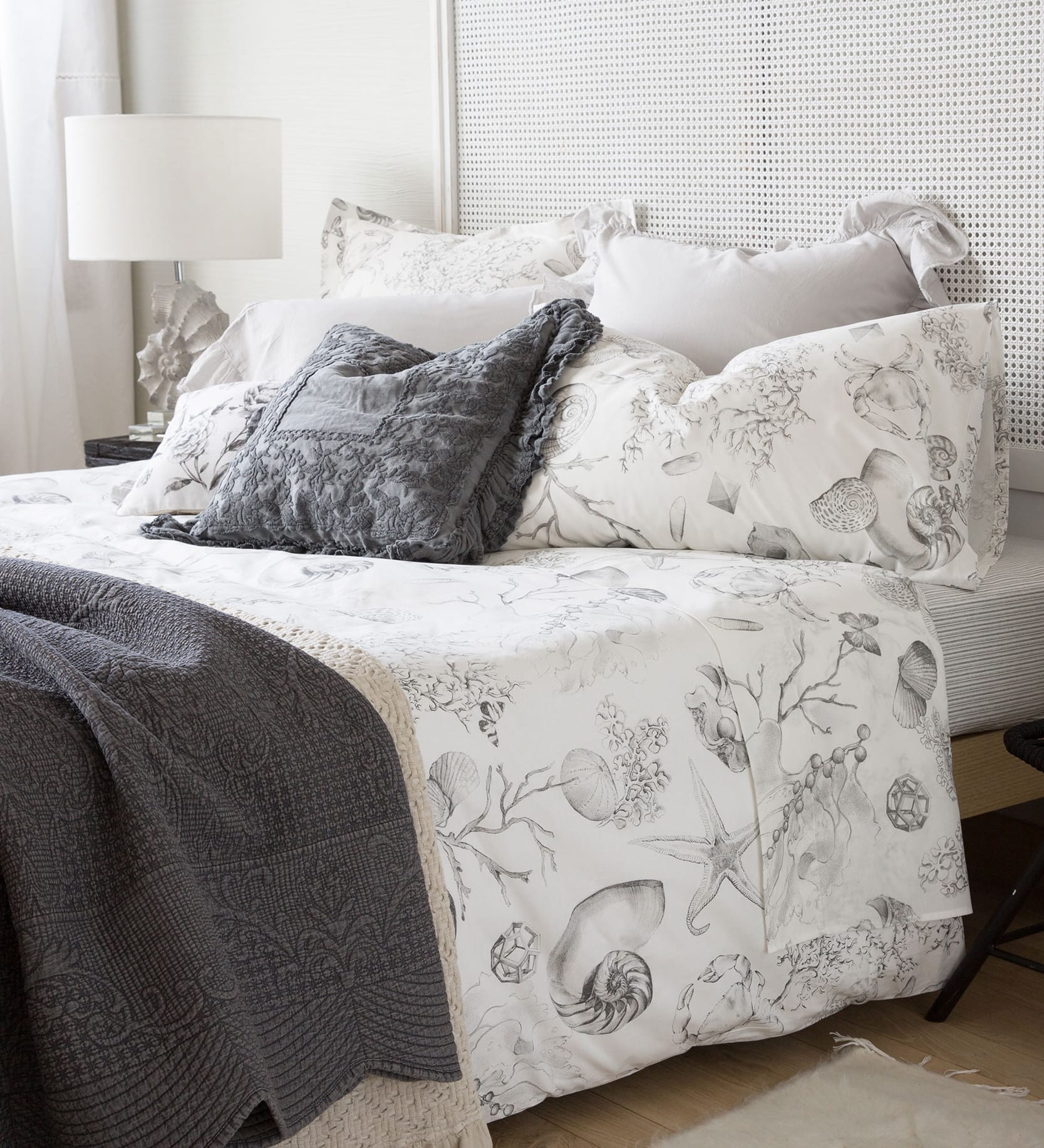 Zara home dekotipps f r schlafzimmer mit tischlampe wei - Schlafzimmer tischlampe ...
