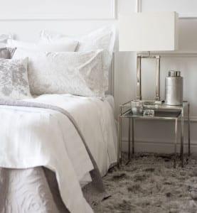 zara home zum schlafzimmer einrichten mit nachttischen und tischlampen aus metall freshouse. Black Bedroom Furniture Sets. Home Design Ideas