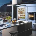 moderne küchengeräte siemens für moderne kücheneinrichtung mit kochinsel, eingebauten backöfen und deckenlüfter
