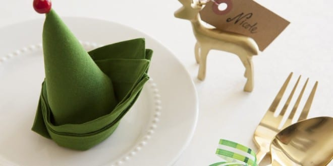 servietten falten zu weihnachten als elefenhut freshouse. Black Bedroom Furniture Sets. Home Design Ideas