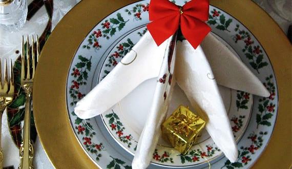 Tannenbaum-servietten-falten-für-weihnachtliche