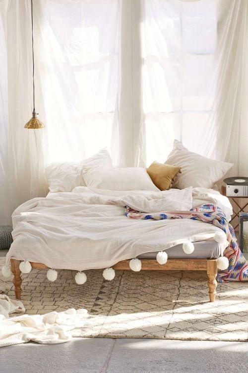 50 Schlafzimmer Ideen Im Boho Stil_schlafzimmer Romantisch Einrichten Mit  Weißen Gardinen Und Bettwäsche In Boho Chic