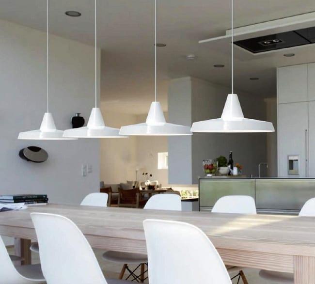 wann wird eine leuchte zum designerst ck wei e k che modern einrichten mit esstisch aus. Black Bedroom Furniture Sets. Home Design Ideas