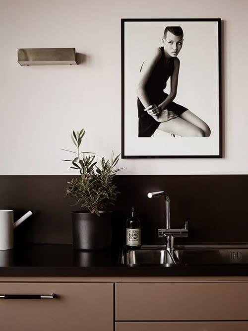 küche streichen idee mit wandfarbe schwarz und weiß ...