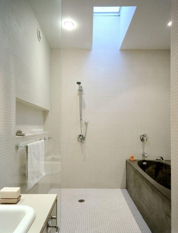 kleine und moderne badezimmer mit badewanne aus beton badezimmer ideen mit dusche und badewanne. Black Bedroom Furniture Sets. Home Design Ideas
