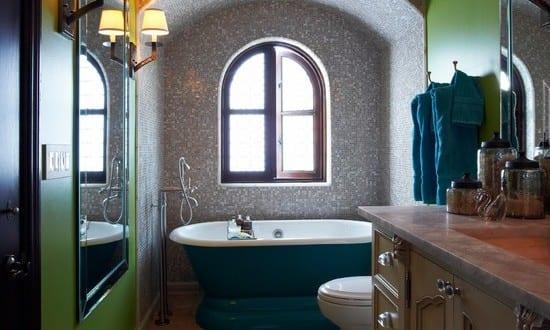 kleine und moderne badezimmer mit badewanne blau_coole ...