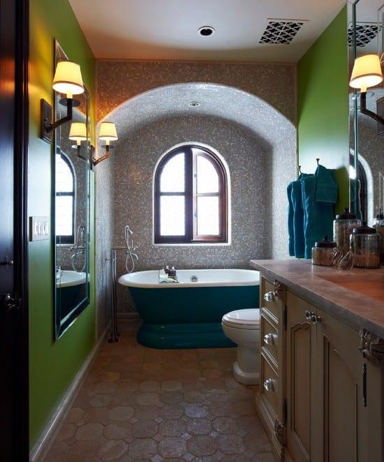 Kleine und moderne badezimmer mit badewanne blau coole for Badezimmer wand streichen