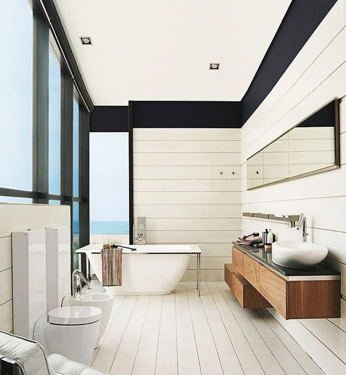 kleine und moderne badezimmer mit badewanne freistehend moderne badeeinrichtung in wei und. Black Bedroom Furniture Sets. Home Design Ideas
