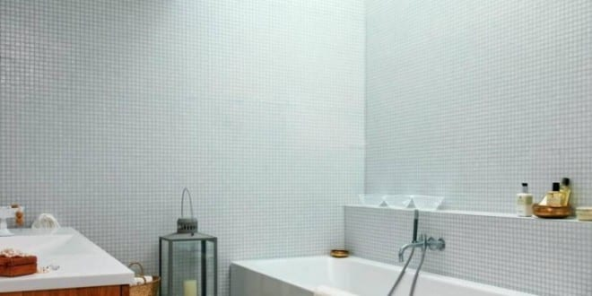 kleine und moderne badezimmer mit badewanne und. Black Bedroom Furniture Sets. Home Design Ideas
