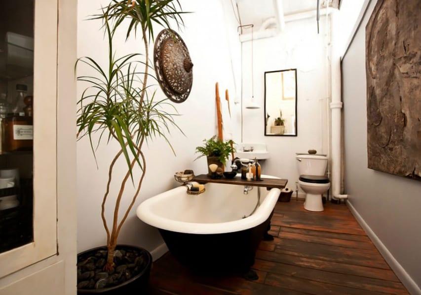 kleine und moderne badezimmer mit badewanne und holzfu boden kreative badezimmer ideen f r. Black Bedroom Furniture Sets. Home Design Ideas