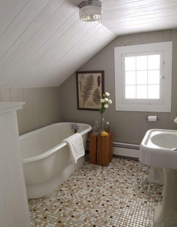 kleine und moderne badezimmer mit badewanne uner ...