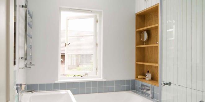 Kleine und moderne badezimmer mit badewanne badeeinrichtung mit holzwandverkleidung und - Kleine moderne badezimmer ...