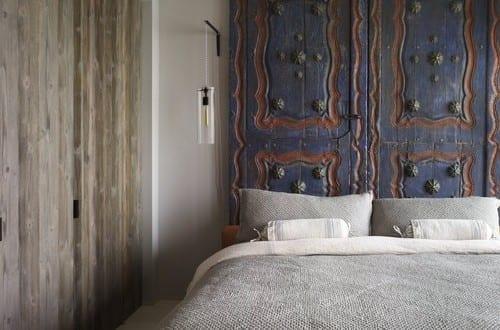 Schlafzimmer Ideen Im Boho Stil_kleine Schlafzimmer Einrichten Mit  Eingebautem Kleiderschrank Mit Holztüren Und Diy Bettkopfteil