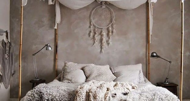 schlafzimmer ideen im boho stil kleines schlafzimmer gestalten mit wandfarbe grau und bett. Black Bedroom Furniture Sets. Home Design Ideas