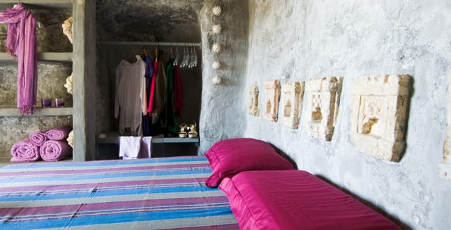 Schlafzimmer Ideen Im Boho Stil_kreative Schlafzimmer Gestaltung Mit  Gemauerten Wänden Und Wandnische Für Kleiderschank Neben Dem