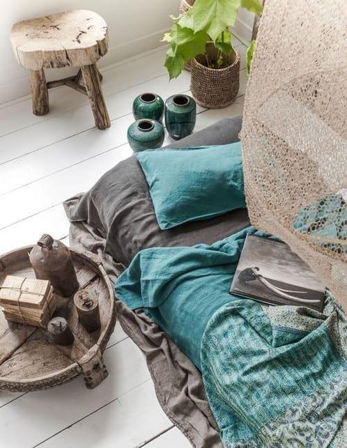 schlafzimmer ideen im boho stil sch ne bettw sche in grau und blau freshouse. Black Bedroom Furniture Sets. Home Design Ideas