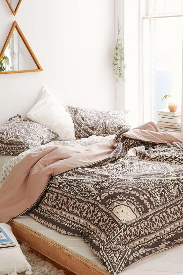 schlafzimmer ideen im boho stil_schöne bettwäsche in bohemian ...