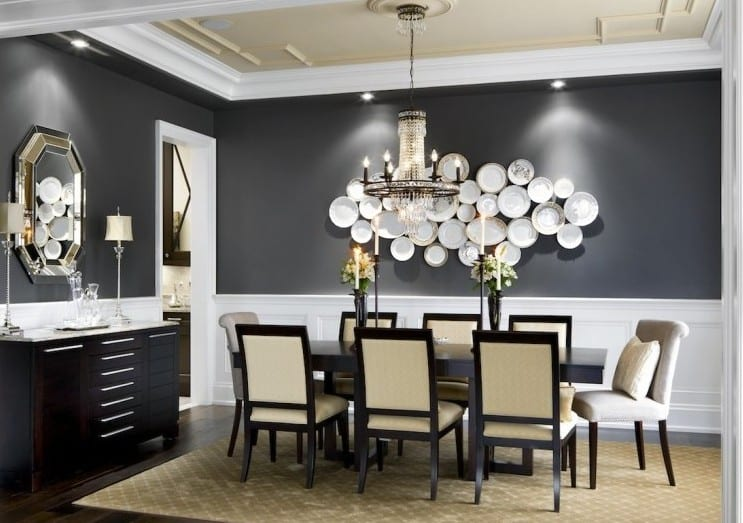Attraktiv Schwarze Wände Und Kreative Wandgestaltung Mit Weißen Schalen Für Moderne  Esszimmer Mit Holzesstisch Schwarz Und Sideboard