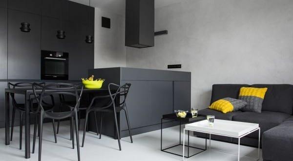 Schwarze Wände Und Schwarze Möbel Für Moderne Einrichtung Kleiner Wohn  Esszimmer Mit Küche Schwarz