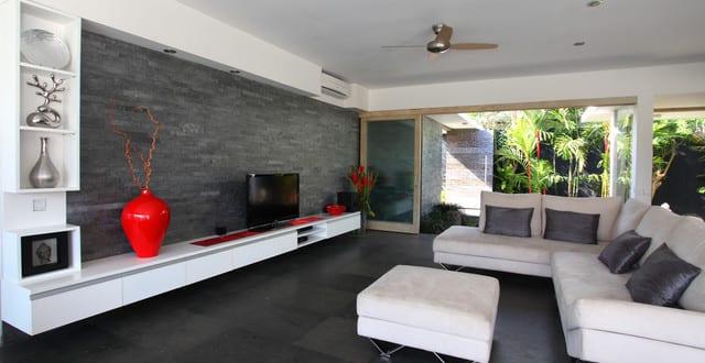 schwarze wände_modernes wohnzimmer design in weiß-schwarz mit ...