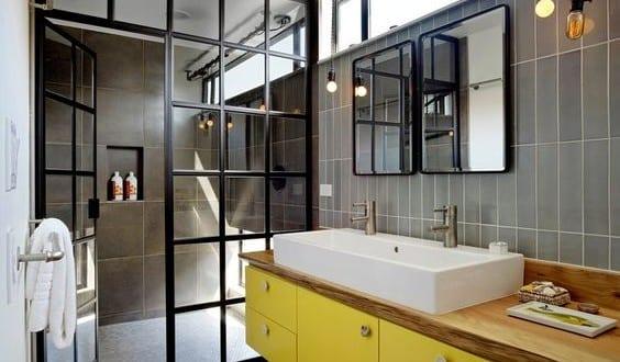 moderne badezimmer im vintage style kleines badezimmer mit holzfu boden und. Black Bedroom Furniture Sets. Home Design Ideas