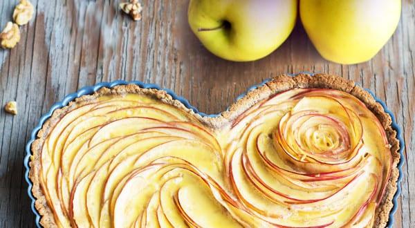 Valentinstag Kuchen mt Äpfeln
