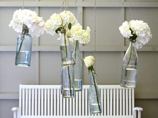 vintage deko ideen in wei f r vintage hochzeit dekoration mit blumen freshouse. Black Bedroom Furniture Sets. Home Design Ideas