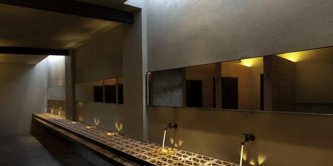 bad modern gestalten mit licht unter dem waschbecken moderne badgestaltung mit modernem. Black Bedroom Furniture Sets. Home Design Ideas