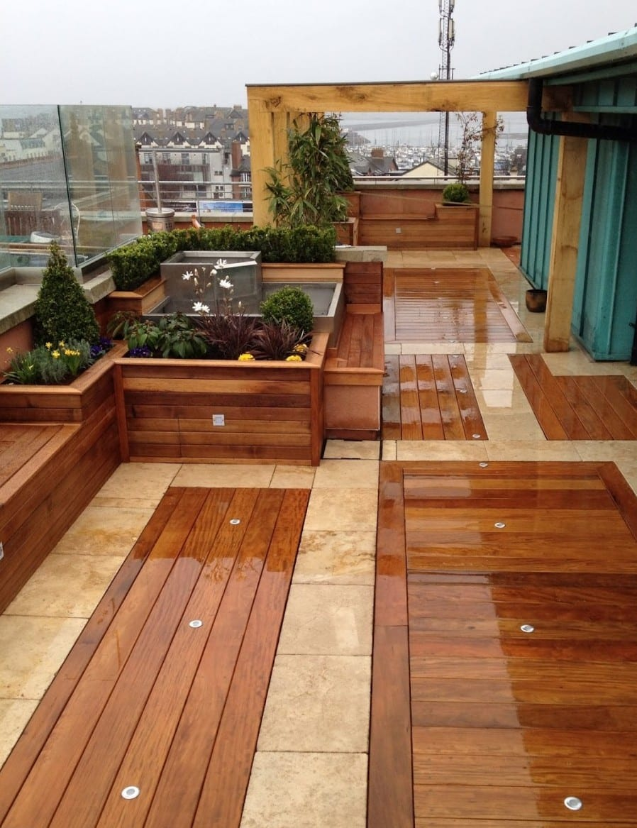 50 coole ideen f r rooftop terrassengestaltung dachterrasse gestalten mit holzpergola und. Black Bedroom Furniture Sets. Home Design Ideas