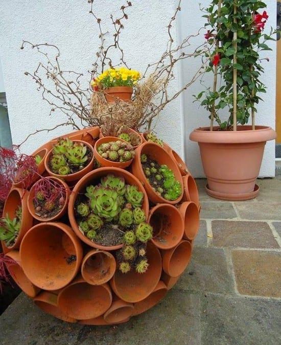 Gartendeko selber machen_DIY Gartenkugeln aus blumentöpfen ...