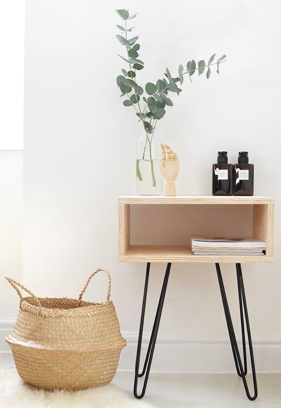 do it yourself deko in schwarz wei und holz nachttisch. Black Bedroom Furniture Sets. Home Design Ideas