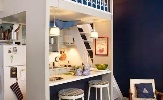kleine wohnung einrichten mit hochbett ber k chenzeile mit bar freshouse. Black Bedroom Furniture Sets. Home Design Ideas