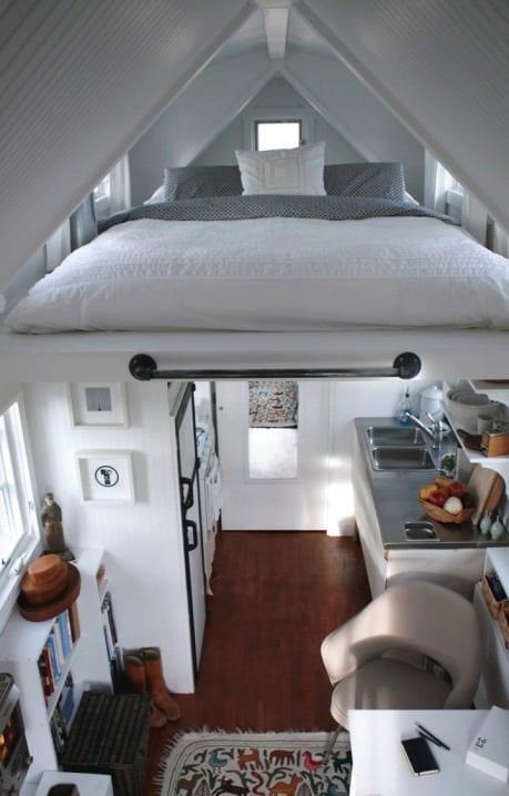 kleine wohnung einrichten mit hochbett loft bed unter dachschr ge freshouse. Black Bedroom Furniture Sets. Home Design Ideas