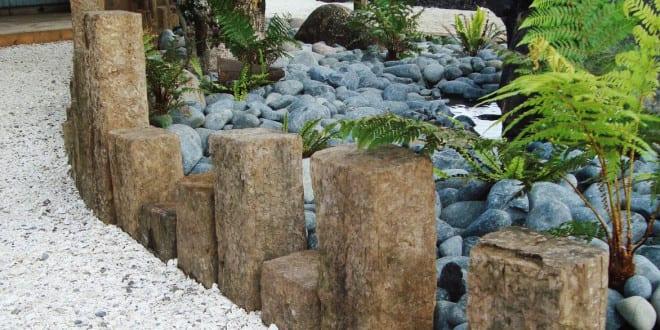 garten gestalten mit kreativer rasenkante und beetumrandung aus rechteckigen steinen freshouse. Black Bedroom Furniture Sets. Home Design Ideas