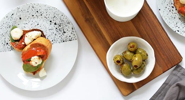 Tisch decken mit DIY Geschirr Set