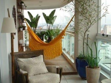 der balkon unser kleines wohnzimmer im sommer mit h ngematte und terassenm bel aus holz. Black Bedroom Furniture Sets. Home Design Ideas