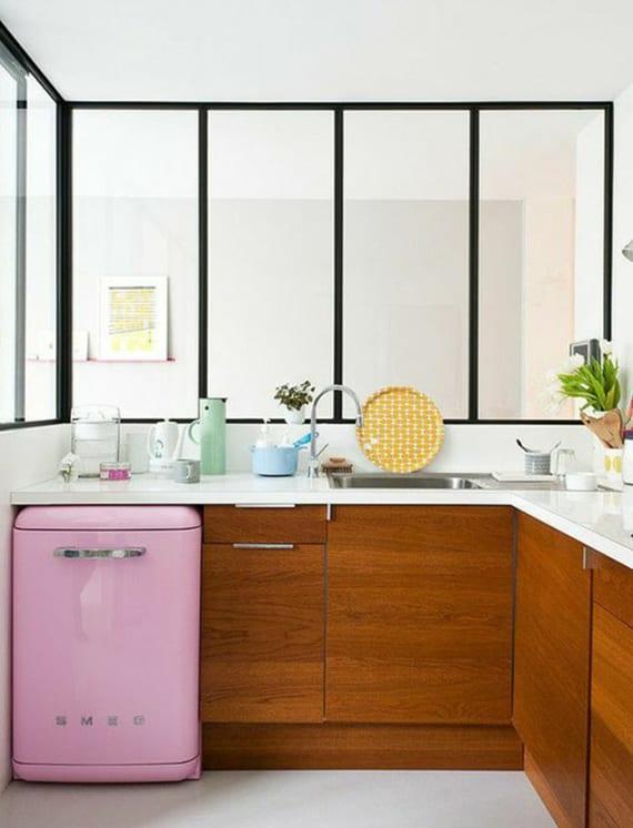Die-Küche-mit-kleinem-Retro-Kühlschrank-ausstatten_küchenideen-für ...
